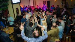 Cum jonglezi cu piesele live in cadrul petrecerilor